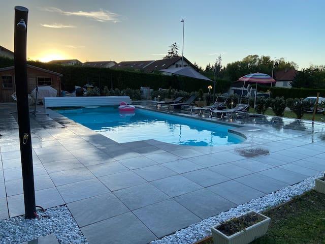 Jolie appartement avec piscine, proche de Genève