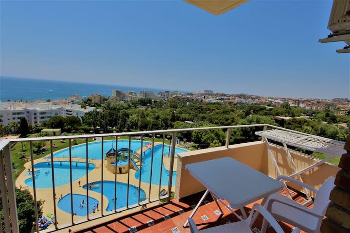 Minerva sea and pool views. Ac and wifi. 532.