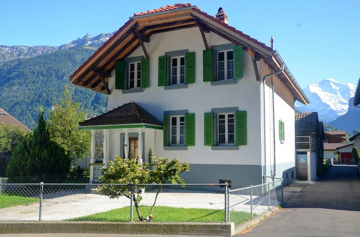 Jungfrau Family Holiday Home, 5 bedrooms 10 guests