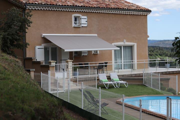 Chambre d'hôte avec vue et piscine