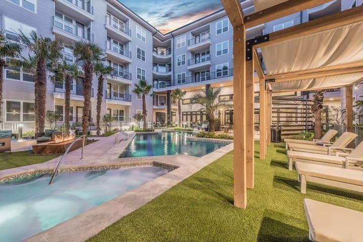Resort Style Pool | Luxury Spacious 1B1B in Domain