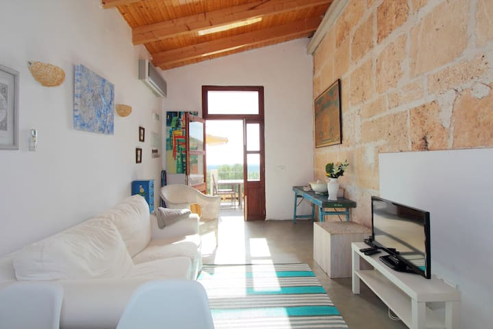 Na Alejandra, beautiful apt in a idyllic landscape