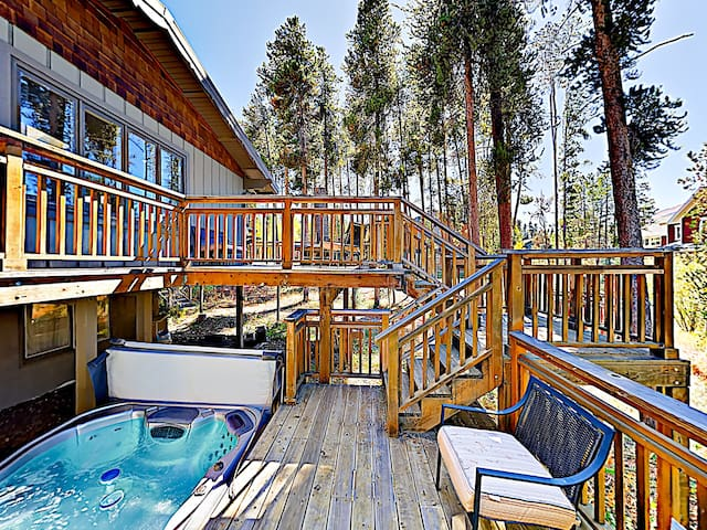 Woodsy Breckenridge Home w/ Hot Tub
