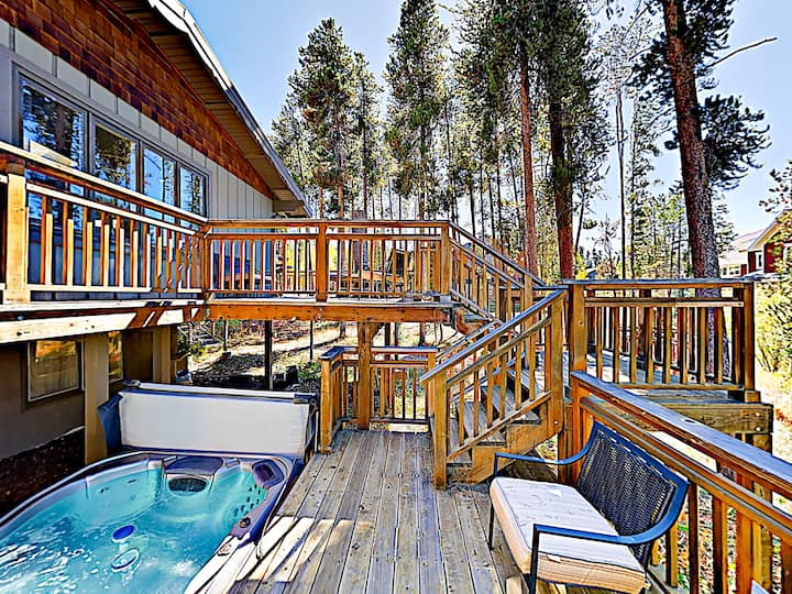 Woodsy Breckenridge Home w/ Hot Tub