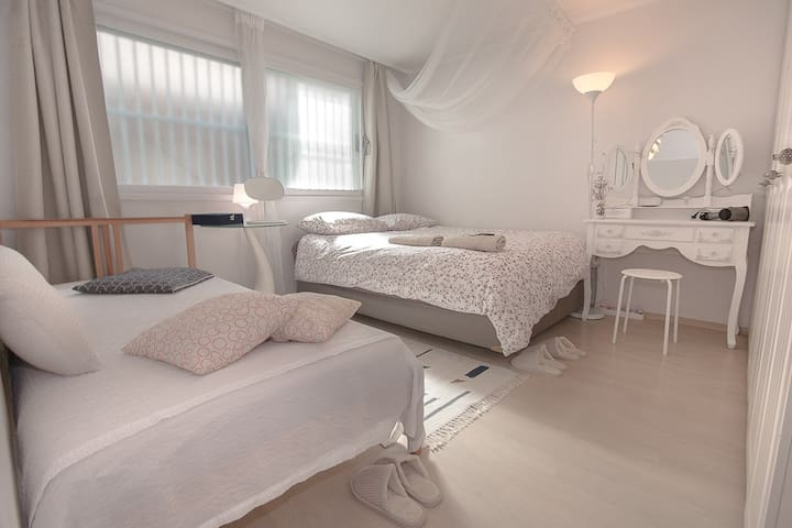 Elegant Room by Yeonnampark!