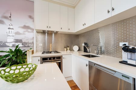 2 UP- 1 Down Villa Upper Floor with private access - Auckland - Willa
