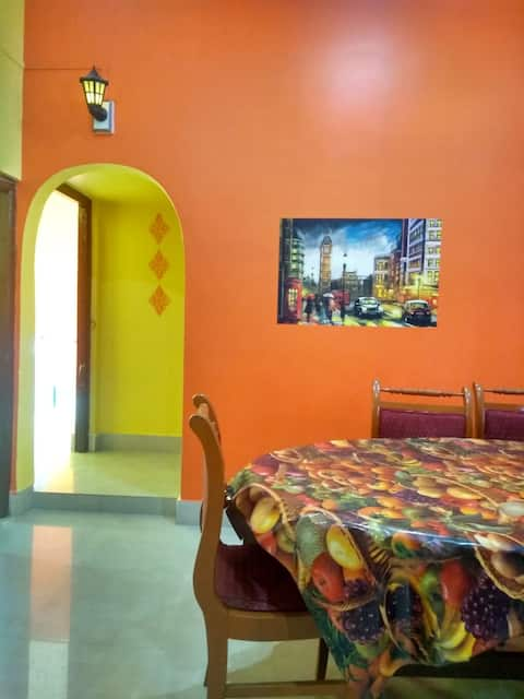 Cozy rooms with bright colours and super cool host