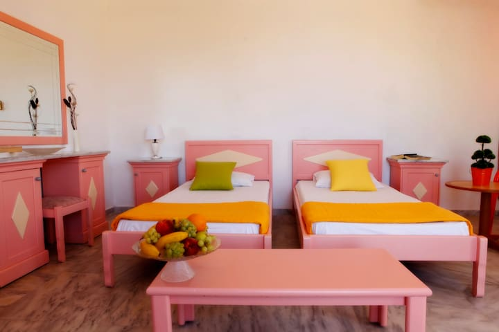 Montreal Hotel - Georgioupoli - Bed & Breakfast