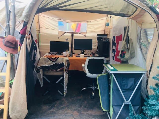 杂货铺的单人小帐篷空间