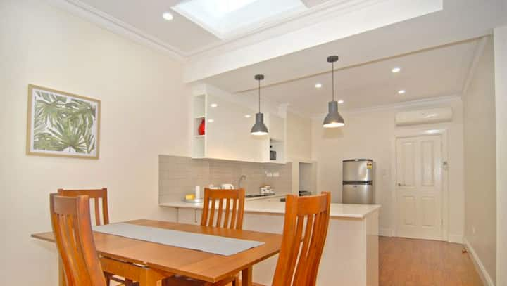 Short Walk To Adel Oval★1 Bedroom Cottage★Free WiFi★North Adelaide★