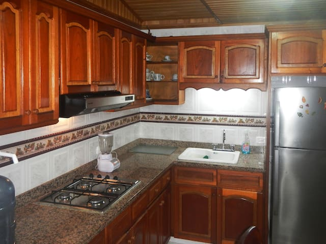 FULL KITCHEN, SLEEPS 6 GUESTS: El Riviere Apt. 4D - Carthagène - Appartement