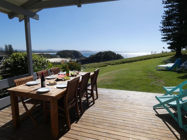 THE VIEW - OCEAN FRONTAGE 3BR 3 BTH Beach house