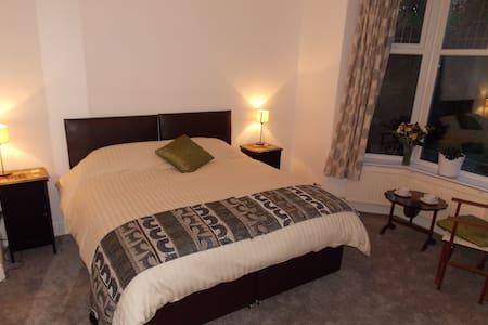 Kingsize, ensuite room nr Glossop - Mottram in Longdendale - Huis
