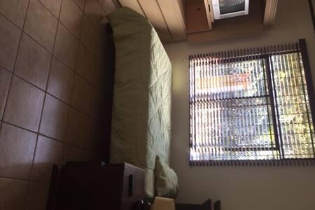 Habitación amplia en un lugar tranquilo!! - Curridabat