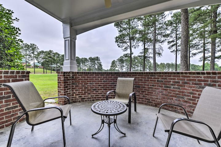 Resort-Style Condo/Suite on Golf Course; w/ Pool!