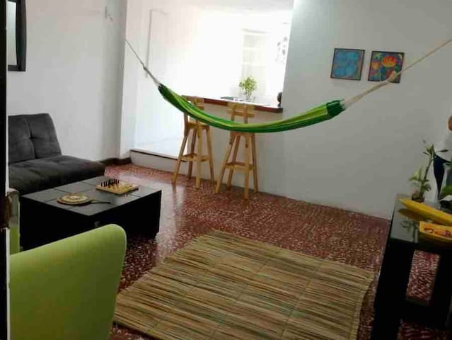 1 BR apartment with street balcony 304, Getsemani