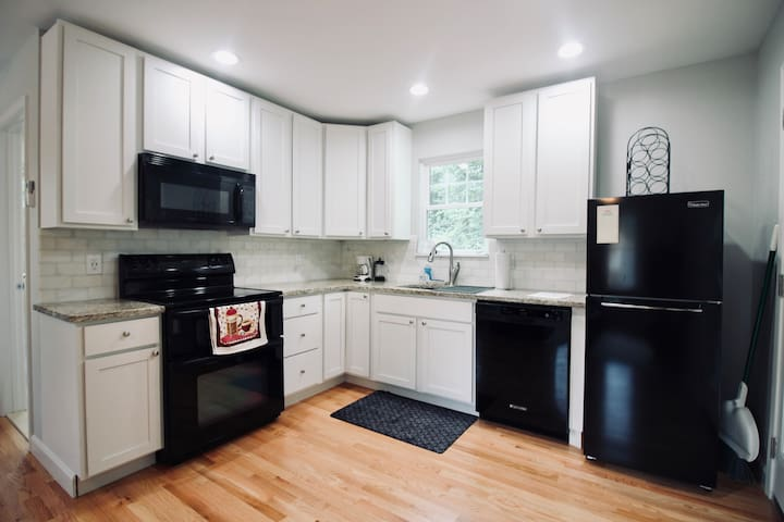 Private guest suite in plaza midwood/ noda area