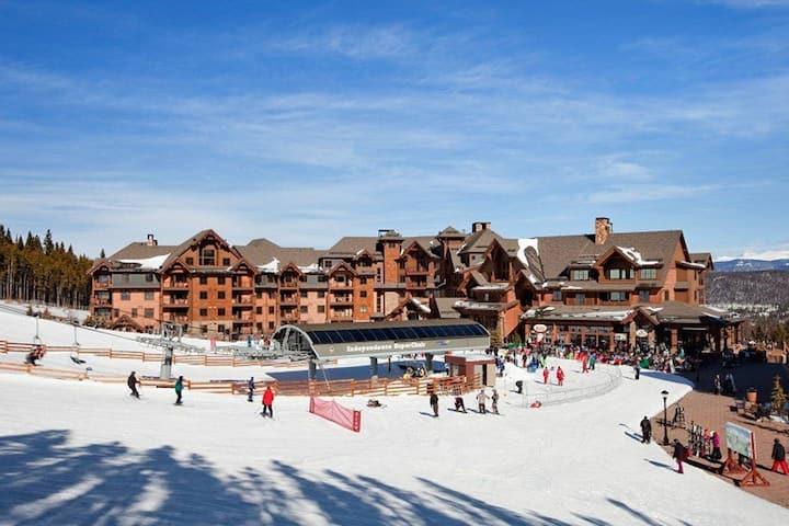 Ski-in ski-out at Peak 7 for Spring Break