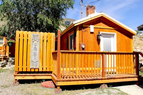 Yellowstone's Treasure Cabin #5 in Gardiner, MT