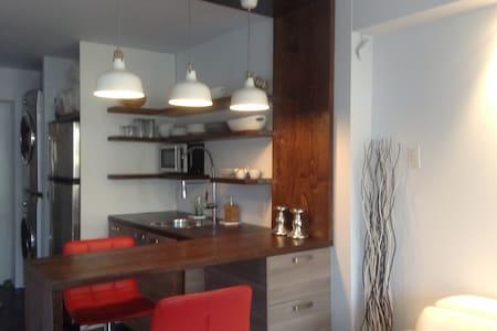 Petit loft entrée privée/Small loft modern private - Longueuil