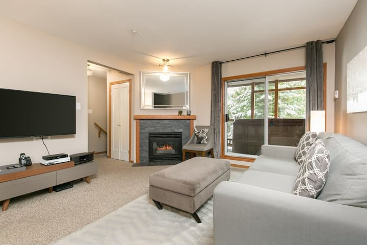 90 Glaciers Reach, this 2br home has a hot tub & pool in Whistler Village