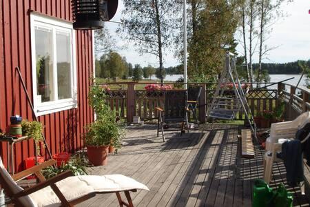 En sjönära villa i vackert landskap - Lindesberg