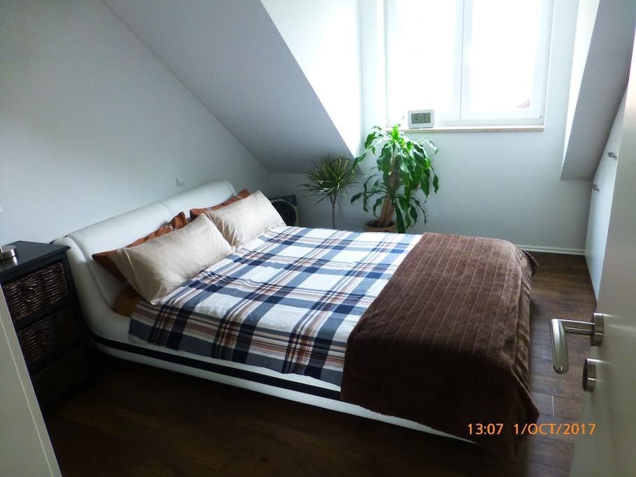 Sleeping room with double bed and high quality build-in cup boards