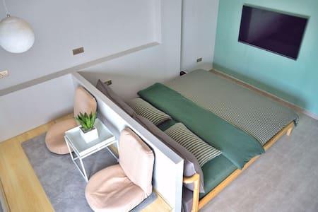 漫居「心动」双早单独房间,房子位于洞头岛本岛中心,有多个免费停车场,距本岛各景区车程约5-10分钟。