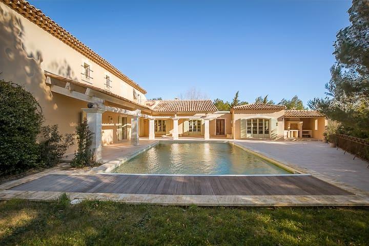 Sublime Villa, 6400 sqft, Pont Royal Golf Provence