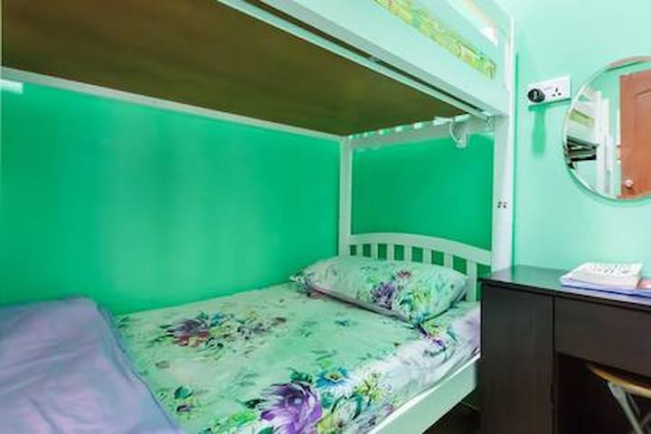 Diva's Bed/Shared Room @citycentre-FEMALE ONLY