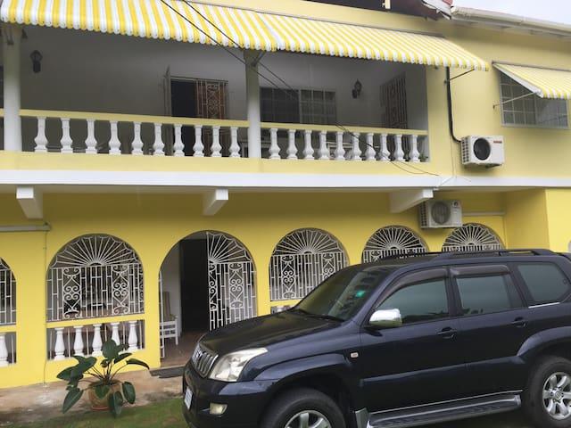 Yellow Bird Five - Fairy Hill - Huis