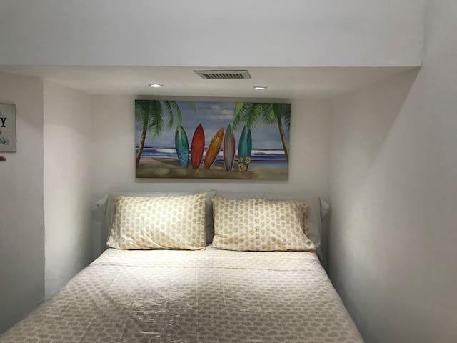 Habitación 3, en semi sótano   Bedroom 3, in semi basement.