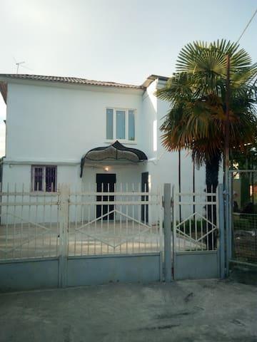 Уютный дом недалеко от моря в г. Гудаута