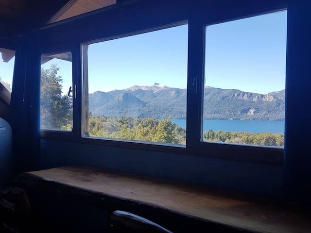 Depto con vista al lago y montañas