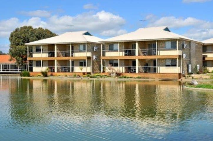 Murray River Lake front apartment 2 bedroom
