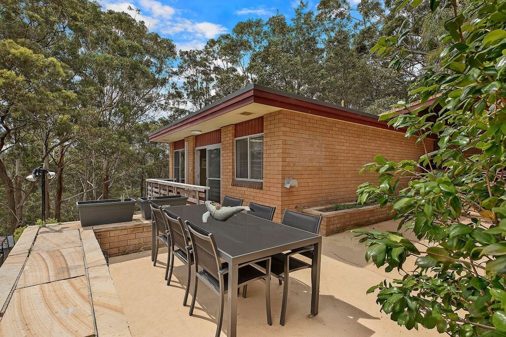 Jarrah House, petite deck and outdoor dining setting for all your alfresco meals.