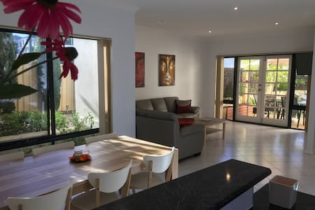 Beautiful house close to the beach - Scarborough - Haus
