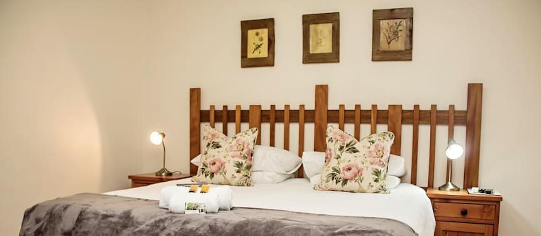 Matoppo Inn Guest House-Twin Room
