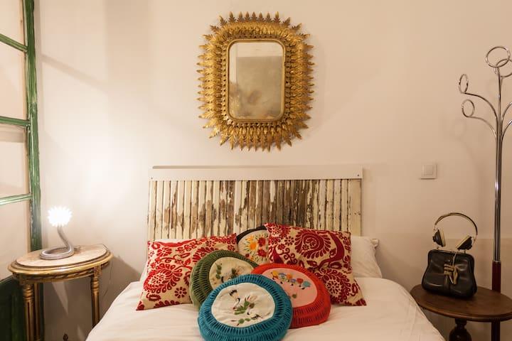 Cozy & arty flat by Gran Via