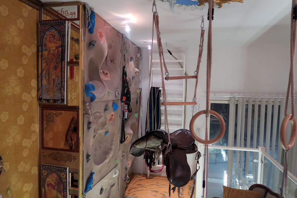 The mirror corner celebrating the Czech artist Alphonse Mucha and Art Nouveau was finished Feb 2017 to integrate the side of the climbing wall to the Dali -space.