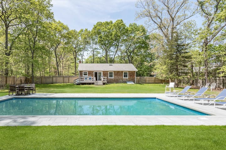 Quiet Summer Escape with Pool and large yard