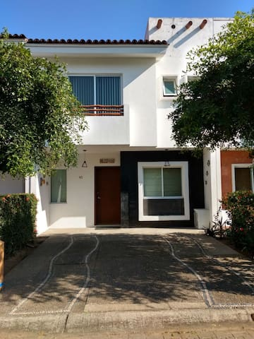 Townhouse @ Flamingos Privada 4br with Pool
