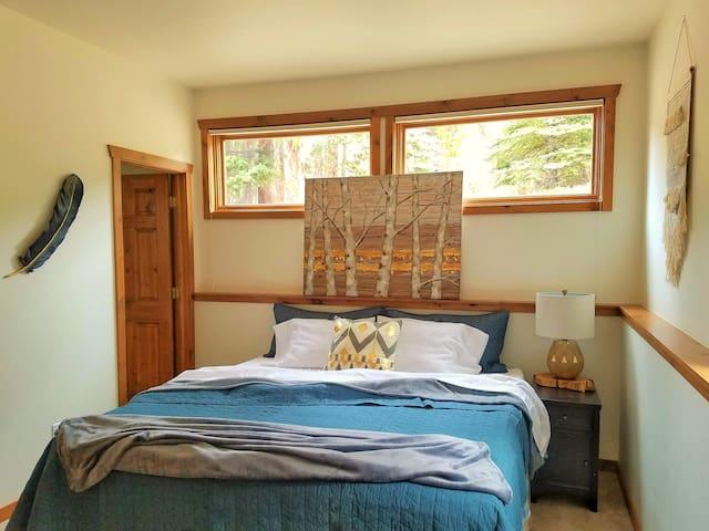 2nd King Bedroom + Full Bath Tub/Shower Combo (2nd Floor)