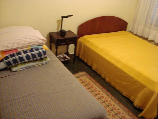 Quarto 2 - Cama de casal + cama de solteiro