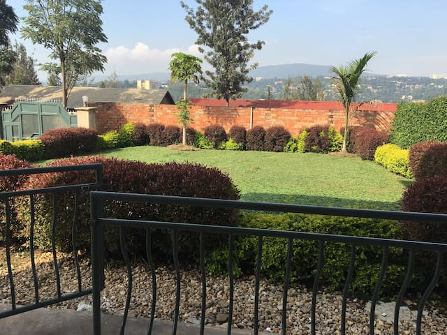 Bright room in a friendly home (Kimihurura) - Kigali