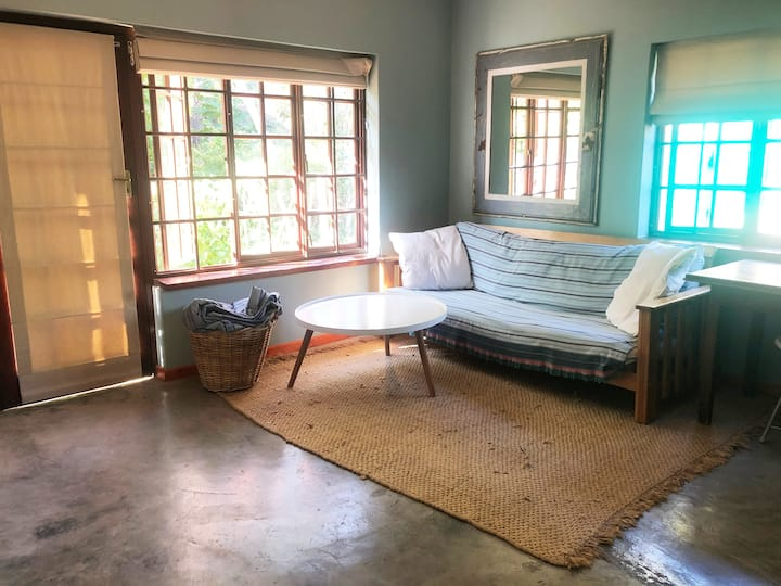 Relaxed stay on lush Wine Farm close to town