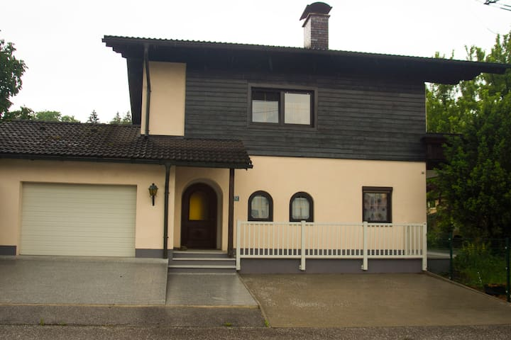 """BER"" Spacious House wonderfully quiet located - Bergheim bei Salzburg - Huis"