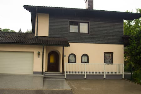 """BER"" Spacious House wonderfully quiet located - Bergheim bei Salzburg - Hus"