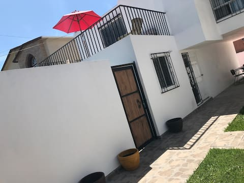 Gorgeous two bedroom home 10 min walk to the beach