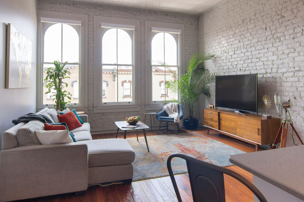 Experience the luxury of high ceiling, large arched windows, a view of Savannah best street, and the comfort of the wonderful amenities in this exclusive unit.